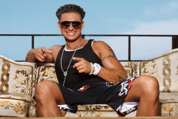 Pauly D Tanning DJ Booth