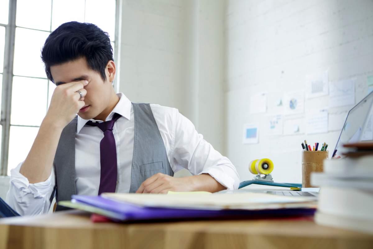 Kết quả hình ảnh cho men working at desk