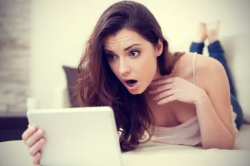 woman-on-computer-shocked
