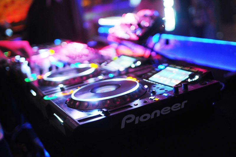 Pioneer DJ CDJ-2000-NXS2 DJM-900-NXS2 Brian Cox Steve Aoki