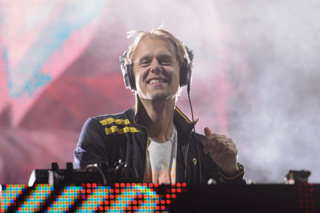 Conman Arrested DJing Robot iPod