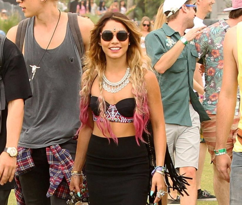 girl enjoys festival despite not wearing bindi