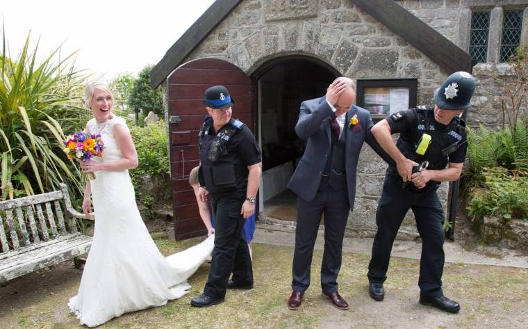 Guest Heads Bride After Finding No Free Bar At Wedding